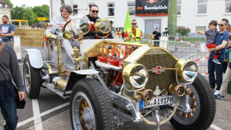Brazzeltag in Speyer: Heulende Motoren, brennende Reifen, Benzingestank