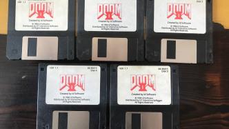 Entwicklerlegende John Romero versteigert Doom-2-Originaldisketten
