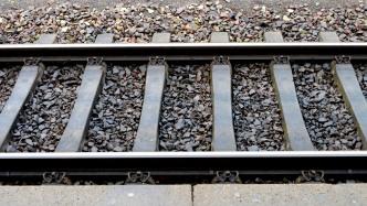 Foto auf den Gleisen: 23-Jähriger löst Zug-Notbremsung aus