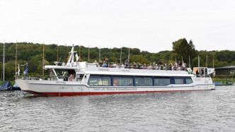 Ausflugsschiff fährt mit klimafreundlichem Methanol