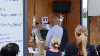 Wittenberg: Roboter segnet mehr als 9000 Besucher der Weltausstellung