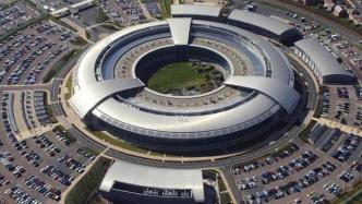 Britische Anti-Terror-Durchsuchungen: Daten von Handys und Laptops wandern zum GCHQ
