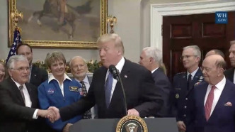 Trump will Menschen zum Mond und zum Mars schicken