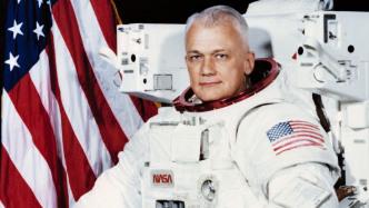 Mit Rucksack durchs All: US-Astronaut Bruce McCandless ist tot