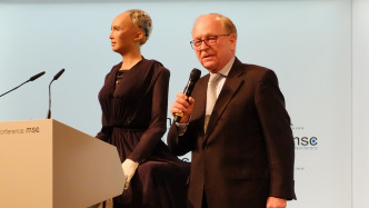 Münchner Sicherheitskonferenz: Ein Killswitch gegen Gefahren durch KI?