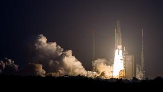 Ariane 5 bringt zwei Kommunikationssatelliten erfolgreich ins All