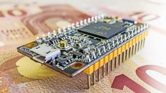 Ein Mikrocontroller auf 10-Euro-Scheinen