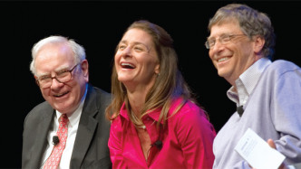 (v.l.n.r.) Warren Buffett, Melinda Gates, Bill Gates
