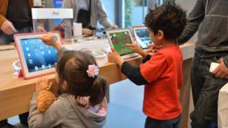 Kinder am iPad