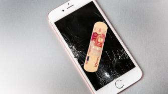 Viele Fußangeln bei Handy-Versicherungen