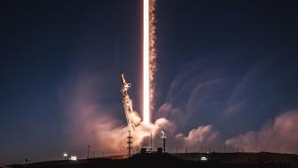 SpaceX schickt zwei Testsatelliten ins All – Panne mit Raketenspitze