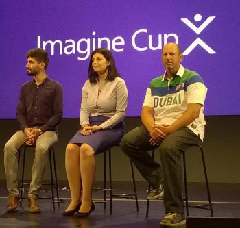 Steve Guggenheimer, hier ganz rechts mit einem Teil der Champions, zeigte sich gelassen und lernwillig.