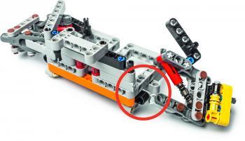 Beim Crash-Test ging kaum ein Legostein kaputt. Die Radaufhängung des linken Vorderrades hat es allerdings nicht geschafft.