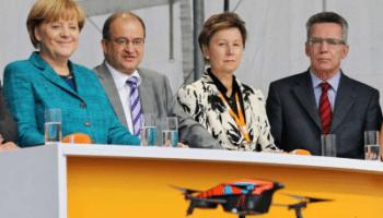 Merkel findet Drohne lustig