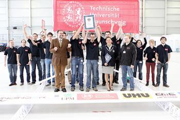 Papierfliegerteam der TU Braunschweig