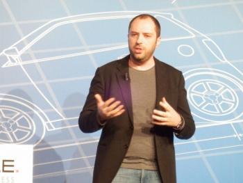 Jan Koum, CEO von WhatsApp und baldiger Facebook-Mitarbeiter, kündigt auf dem MWC  Sprachdienste für WhatsApp an