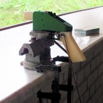 Herstellung und Schussversuche mit einer Pistole aus dem 3D-Drucker wie hier beim c't-Test sind ohne Behördliche Genehmigung auch in Deutschland streng verboten.