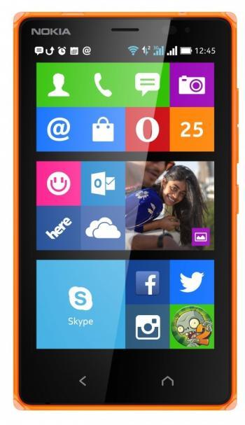 Die Oberfläche des Nokia X2 erinnert an Windows Phone, dahinter läuft aber ein angepasstes Android 4.1.