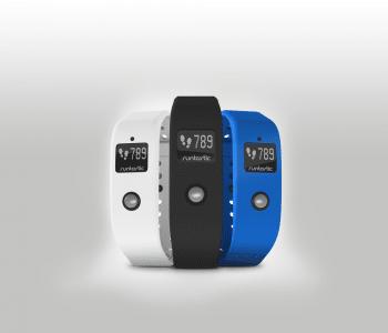 Der Orbit wird mit Armbändern in verschiedenen Farben sowie einem Clip ausgeliefert.