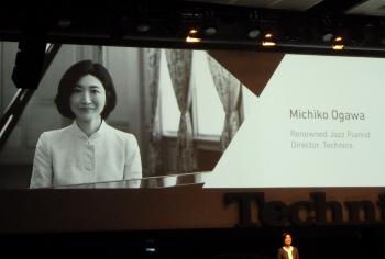 Die Pianistin und Toningenieurin Michiko Ogawa dirigiert die Markenstraegie voni Technics.