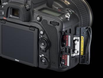 Nikon D750 Kartenschacht