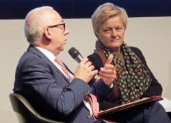 Renate Künast und Gerd Billen sprechen über die Frage, wer die Regeln im Netz festlegen soll.