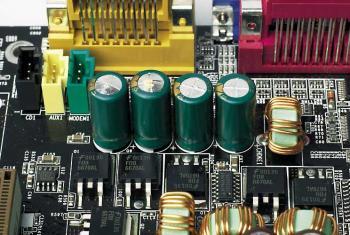 Geplatzte Elektrolytkondensatoren