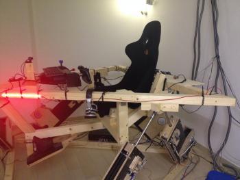 So sieht ein Flugsimulator-Cockpit der Holzklasse aus.