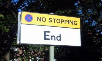Paradoxes Verkehrszeichen