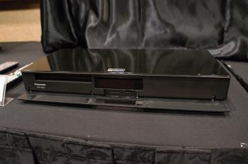Panasonics erster UHD-Blu-ray-Player UB900 soll im Frühjahr auf den Markt kommen.