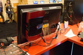 Die Zusazubox an der Rückseite des All-in-One-PCs 27XT nimmt normale Desktop-Grafikkarten auf.
