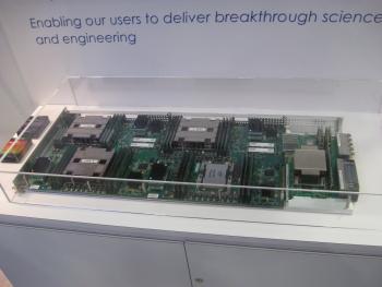 Cray konnte auf der SC15 bereits Systeme mit Xeon Phi Knights Landing vorzeigen