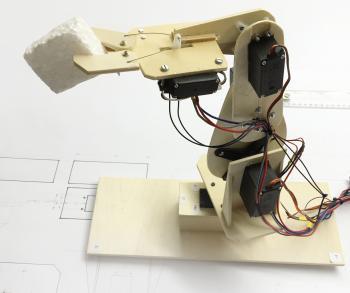 Sperrholz Roboter