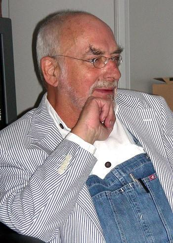 """Peter Lustig 2005 auf der Pressekonferenz zu 25 Jahren """"Löwenzahn""""."""