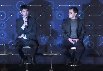 Lee Sedol (links) bei der Pressekonferenz neben Demis Hassabis, dem Chef von Googles KI-Tochter DeepMind.
