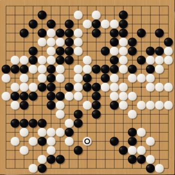 Endstand nach 184 Zügen: AlphaGo (Schwarz) gibt auf.