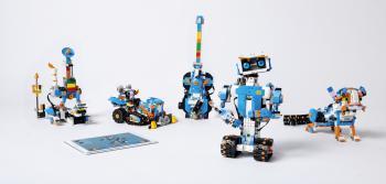 """Mit den Boost-Komponenten und den Legobausteinen des Sets lassen sich unterschiedliche Grundmodelle aufbauen, die per App animiert werden können. Natürlich lassen sich auch eigene Lego-Kreationen """"boosten""""."""