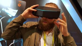 CES-Neuvorstellung: Kollege Jan-Keno Janssen testet die VR-Brille Pimax 8K.