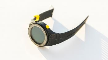 Gehäuse und Armband der Watch 2 sind aus Kunststoff.