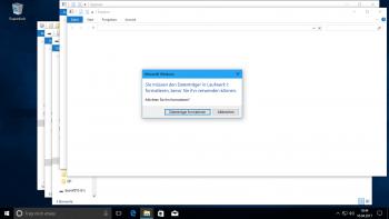 Lästig: Steckt man etwa einen Desinfec't-Stick mit mehreren Partitionen an, öffnet Windows alle und möchte die Linux-Systempartitionen auch gleich formatieren.