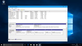 Die Datenträgerverwaltung zeigt nun alle Partitionen eines USB-Sticks an.