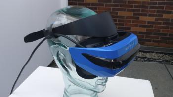 Die VR-Brille aus der Kooperation zwischen Acer und Microsoft wird mit einem Band um den Kopf befestigt.
