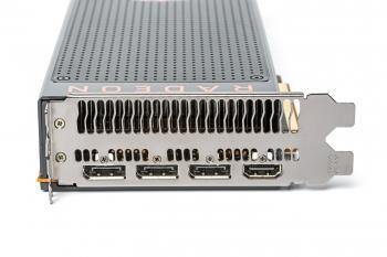 Viele Anschlüsse für viele Monitore: Im Multimonitor-Modus gibts aber noch Probleme.