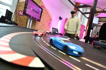 5G-Demo mit einer Carrera-Bahn.