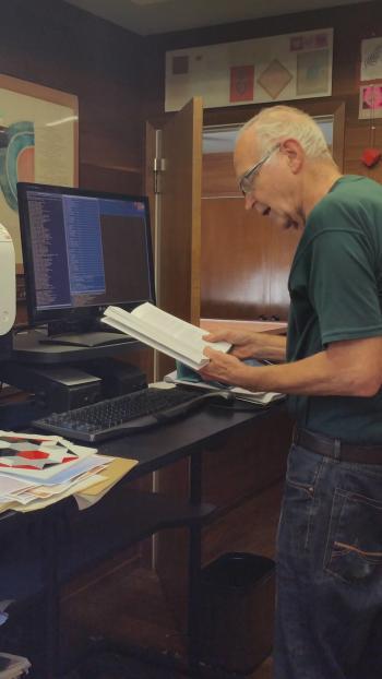 Knuth am Schreibtisch