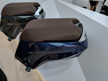 Der Akku steckt unterm Sitz und lässt sich leicht abnehmen.