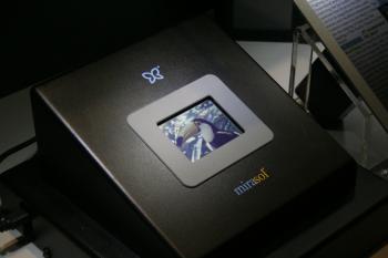 Die von Qualcomm entwickelte Mirasol-Technik ermöglicht Bewegtbilder, bei diesem Protoypen mit 30 Hertz.
