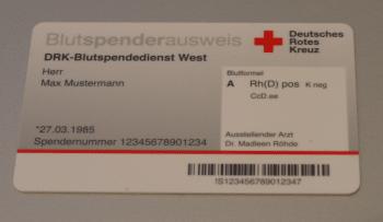 Der neue Blutspendeausweis des DRK ist eine Smartcard mit RFID-Chip