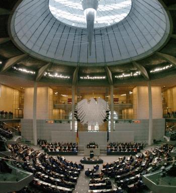 Der Plenarsaal, Tagungsort des Bundestags im Reichtstagsgebäude in Berlin