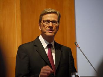 """Guido Westerwelle auf der Konferenz Internet and Human Rights: """"Man darf [autoritären] Regimes nicht die technischen Mittel geben, ihre Bevölkerung zu überwachen."""""""